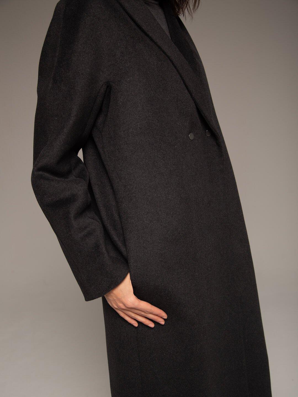 Демисезонное пальто на кнопках в цвете графит_3