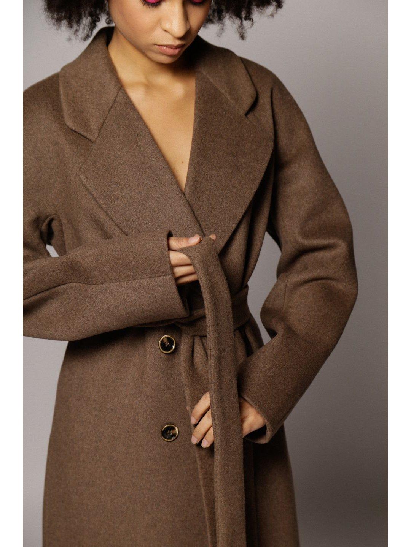 Демисезонное двубортное пальто в табачном цвете _4
