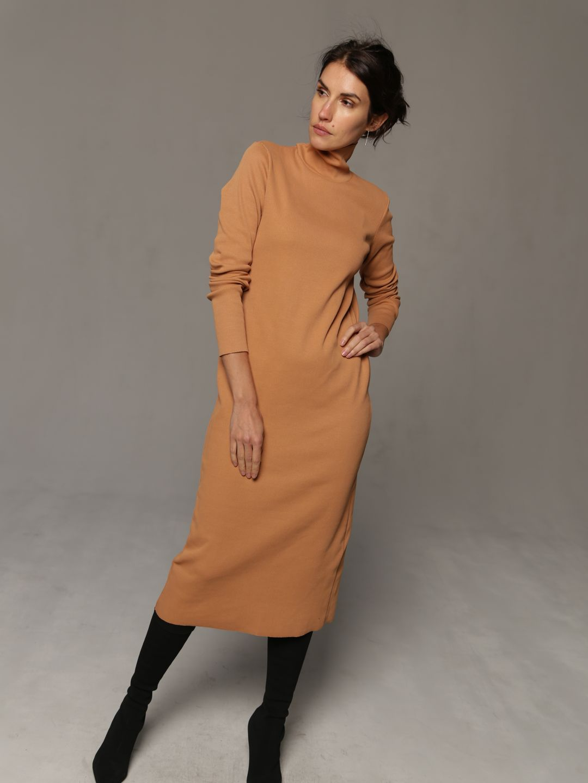 Платье-лапша бежевого цвета_3