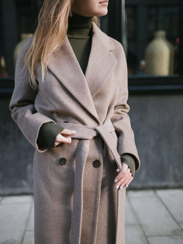 Демисезонное двубортное пальто в цвете ирландский крем_0