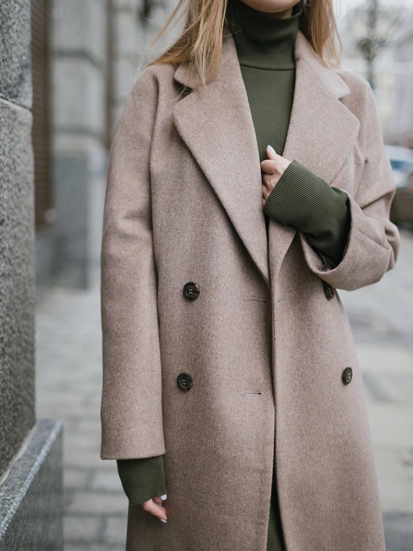Демисезонное двубортное пальто в цвете ирландский крем_3