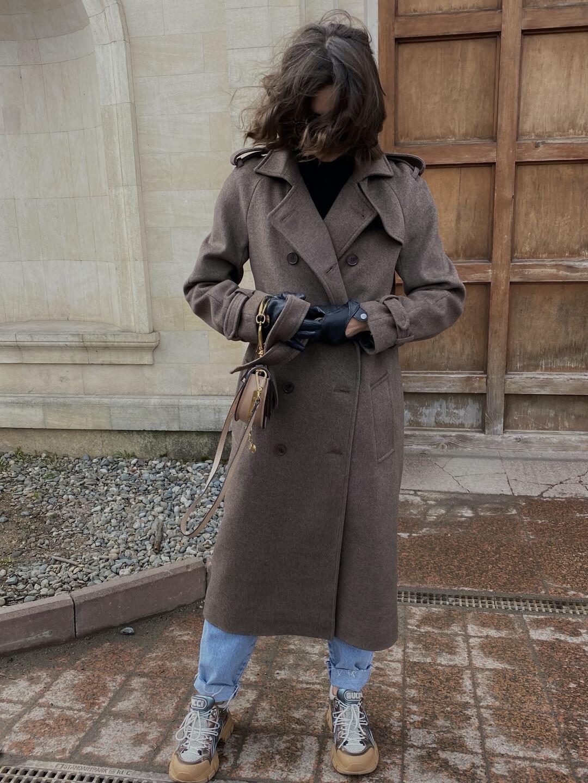 Пальто-тренч в коричневом цвете_0
