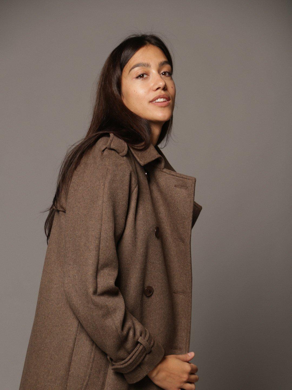 Пальто-тренч в коричневом цвете_1